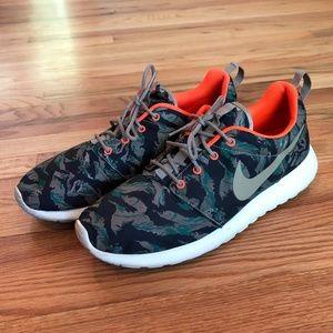 Nike Roshe Run Tiger Camo - Size 10.5